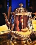 On termine avec un thé... servi dans une théière toute astiquée et brillante!