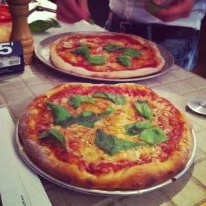 Les pizzas de Francis!
