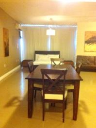 La chambre et la salle à dîner du loft 204
