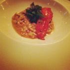 Risotto de homard poché au beurre Jus de volaille brun et crème, maïtake, poireau, tomate, parmesan