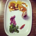 Pic Assiette du Tournebroche: Poutine Tournebroche, salade de gésiers de canard, mousse de foie de volaille