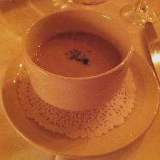 Potage sauge, pleurotes, von blanc, canard confit