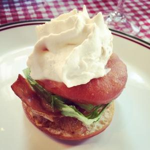 Le beigne-sandwich - cochon, mais raffiné!