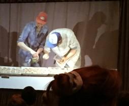 Émile et Louis travaillent à la chaîne