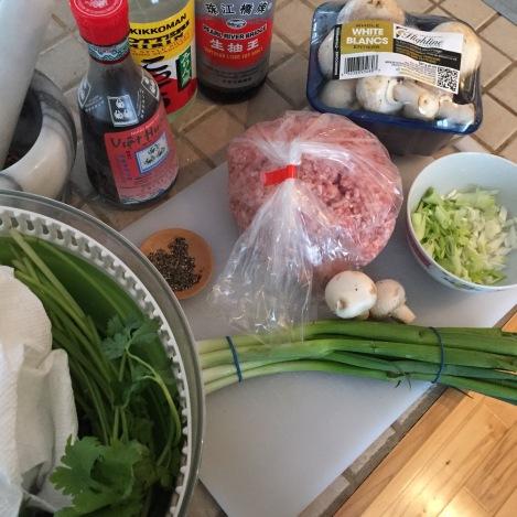 On prépare le mélange à dumplings!