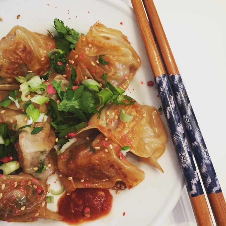 Une assiette de dumplings = comfort food pour moi!