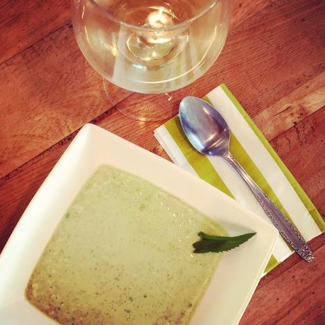 Soupe froide d'avocat, concombre et sencha