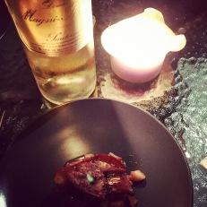 Tatin de pommes au curry, noix de macadamia salées au sirop d'érable, tranche de foie gras poêlé de Modat et Chartier