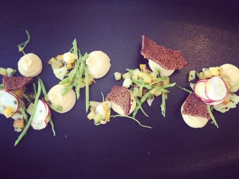 Mousse de foie gras de canard, pain aux épices et légumes en marmelade