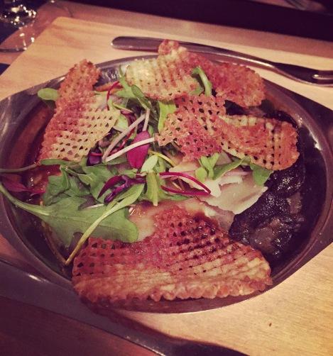Escargots à l'ail et chips de parmesan