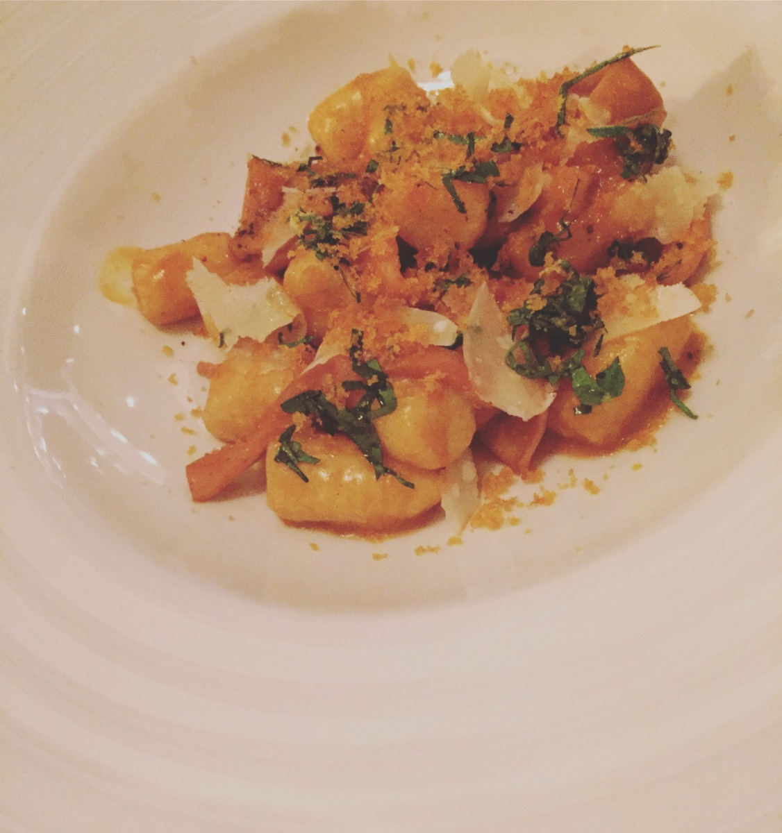 Gnocchi à la poutargue (oeufs de mulet séchés), calmars confits et gremolata