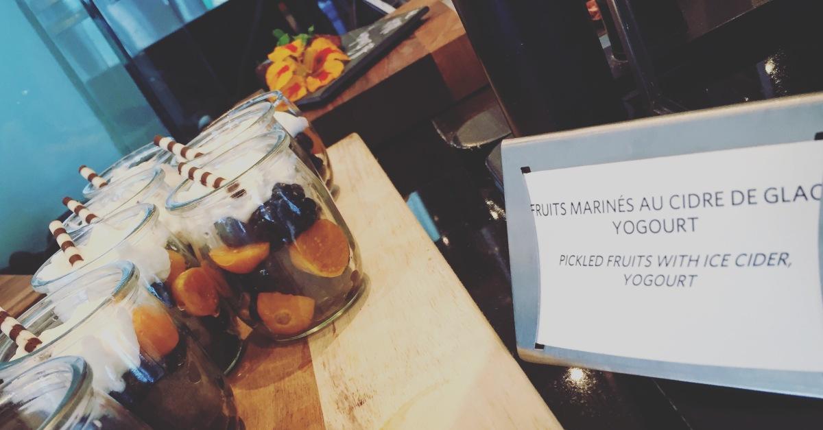 On craque pour les verrines de fruits marinés au cidre de glace.